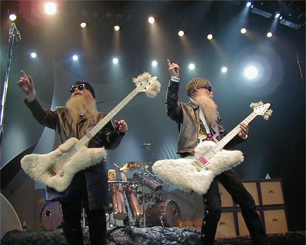 Zz top является американская рок-группа из хьюстона, штат техас, qui a connu le sommet de sa