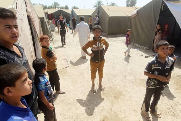 Begunci, ki so jih z domov pregnali spopadi med Islamsko državo in vladnimi silami. (Foto - Ahmad al Rubaye, AFP Photo)