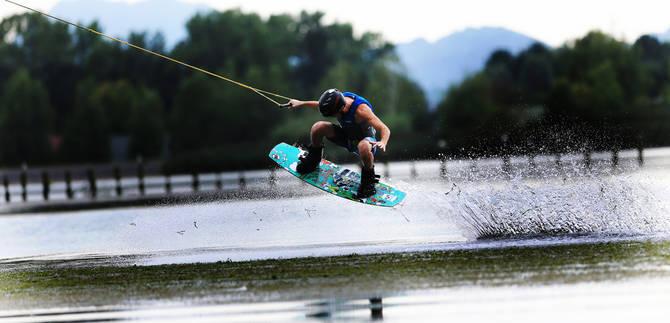 Komaj si iz vode, že delaš trike na skakalnici