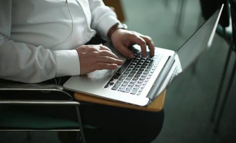 Varni na internetu: Napačen klik se lahko sprevrže v nočno moro