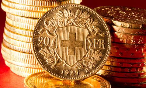 Poslanci že tehtajo zakon o posojilih v frankih