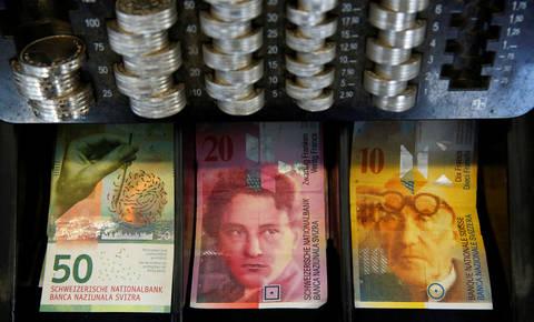 Banke morajo pri posojilih v tuji valuti predstaviti tveganja
