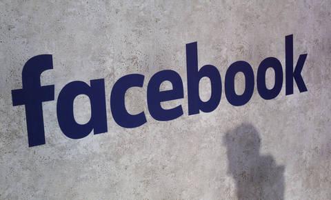 Afera s podatki pocenila Facebookove delnice