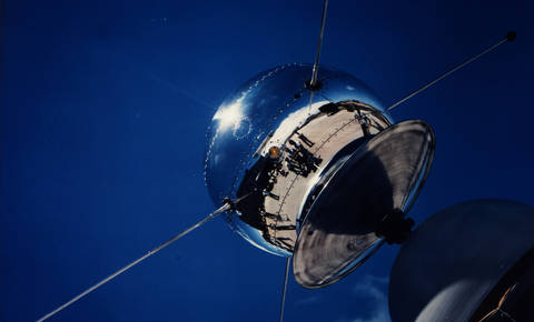 Najstarejši satelit še vedno kroži okoli Zemlje