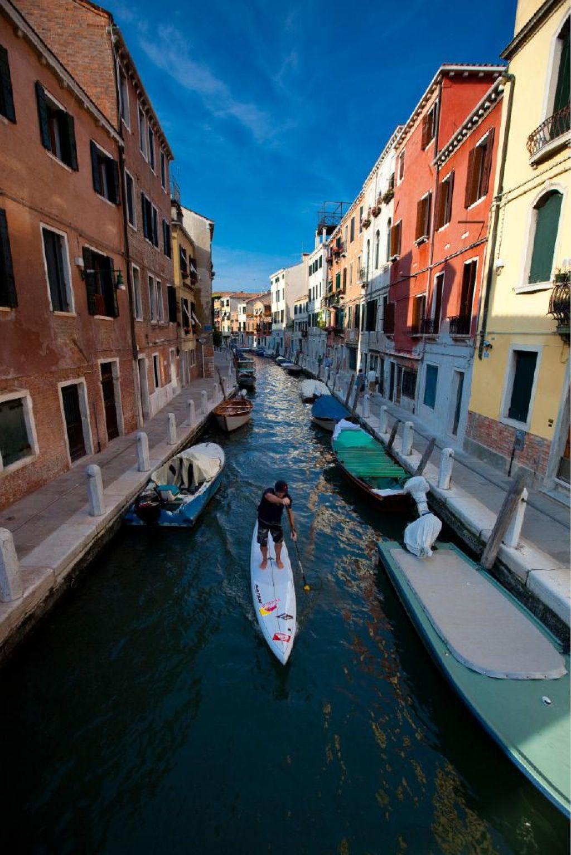 Foto: Z desko po beneških kanalih