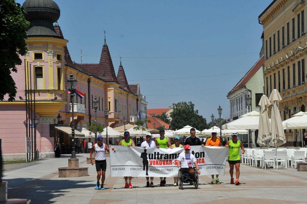Hrvaški ultramaratonci iz Vukovarja v Srebrenico