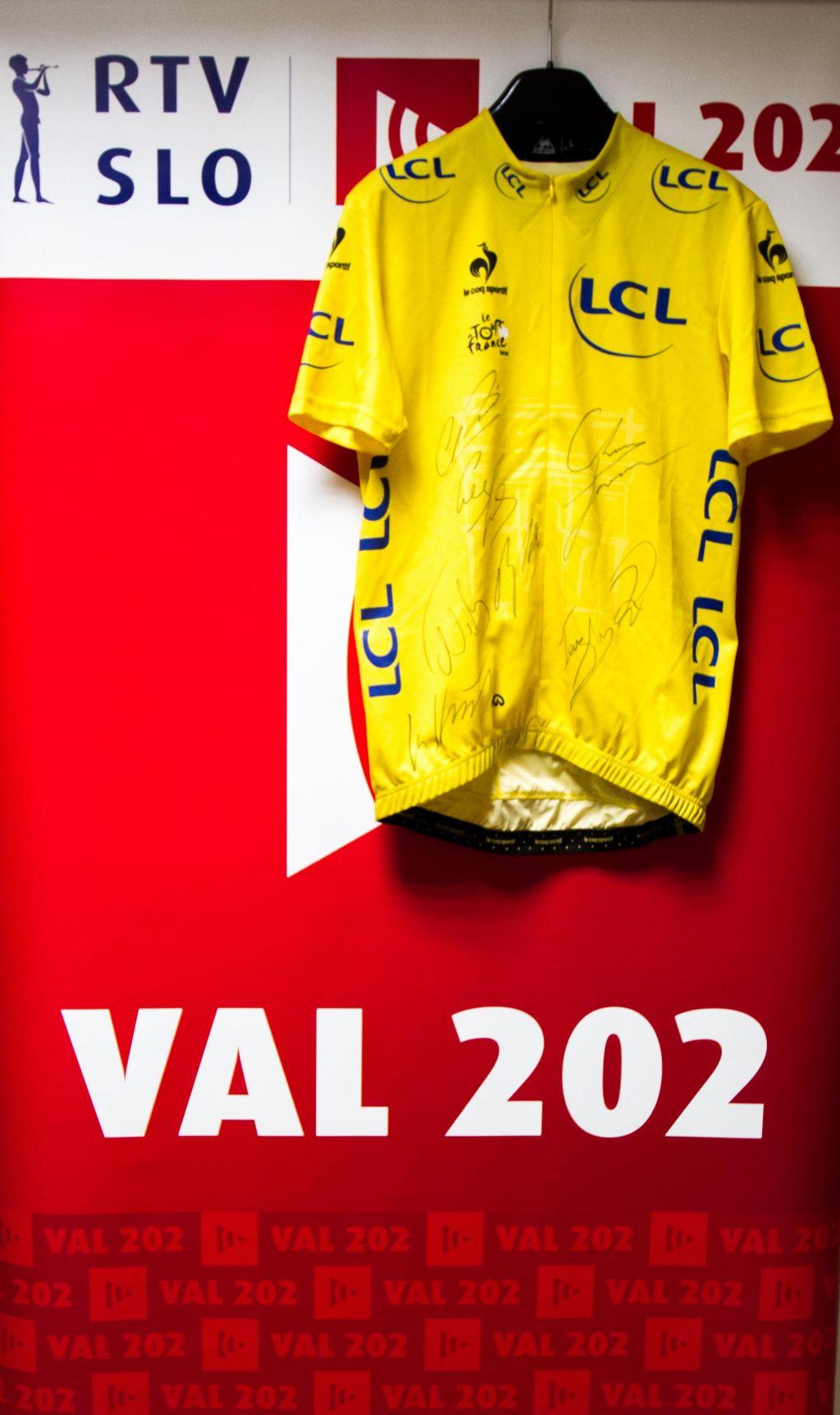 Potegujte se za rumeno majico Chrisa Frooma
