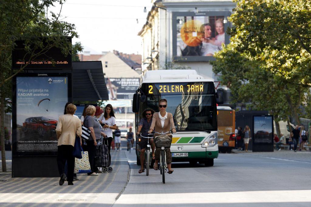 Vožnja z avtobusom bolj zdrava od pešačenja na delo