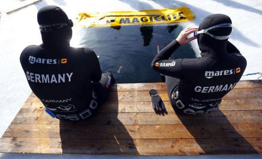 Pod vodo 7 minut in 25 sekund