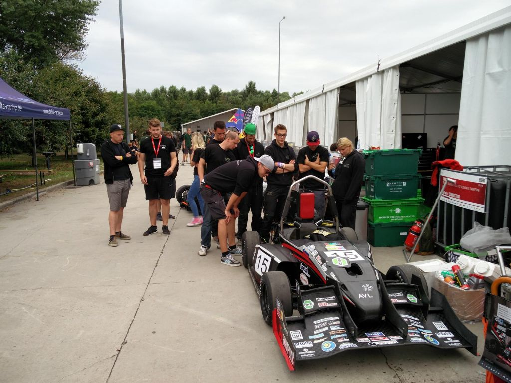 Mariborski študentje predstavili nov dirkalnik