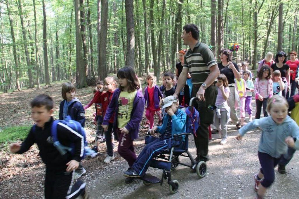 Otroci s posebnimi potrebami naj bodo čim več v naravi