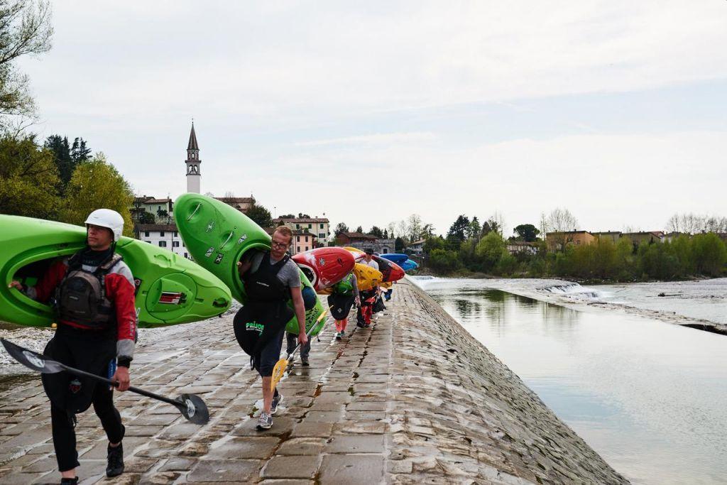 FOTO:V spodnjem delu Soče več peš kot s čolni