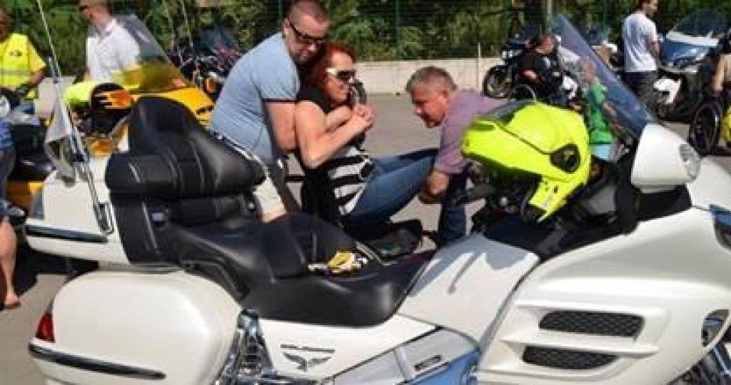 PARAwing: Paraplegiki in tetraplegiki na motorjih