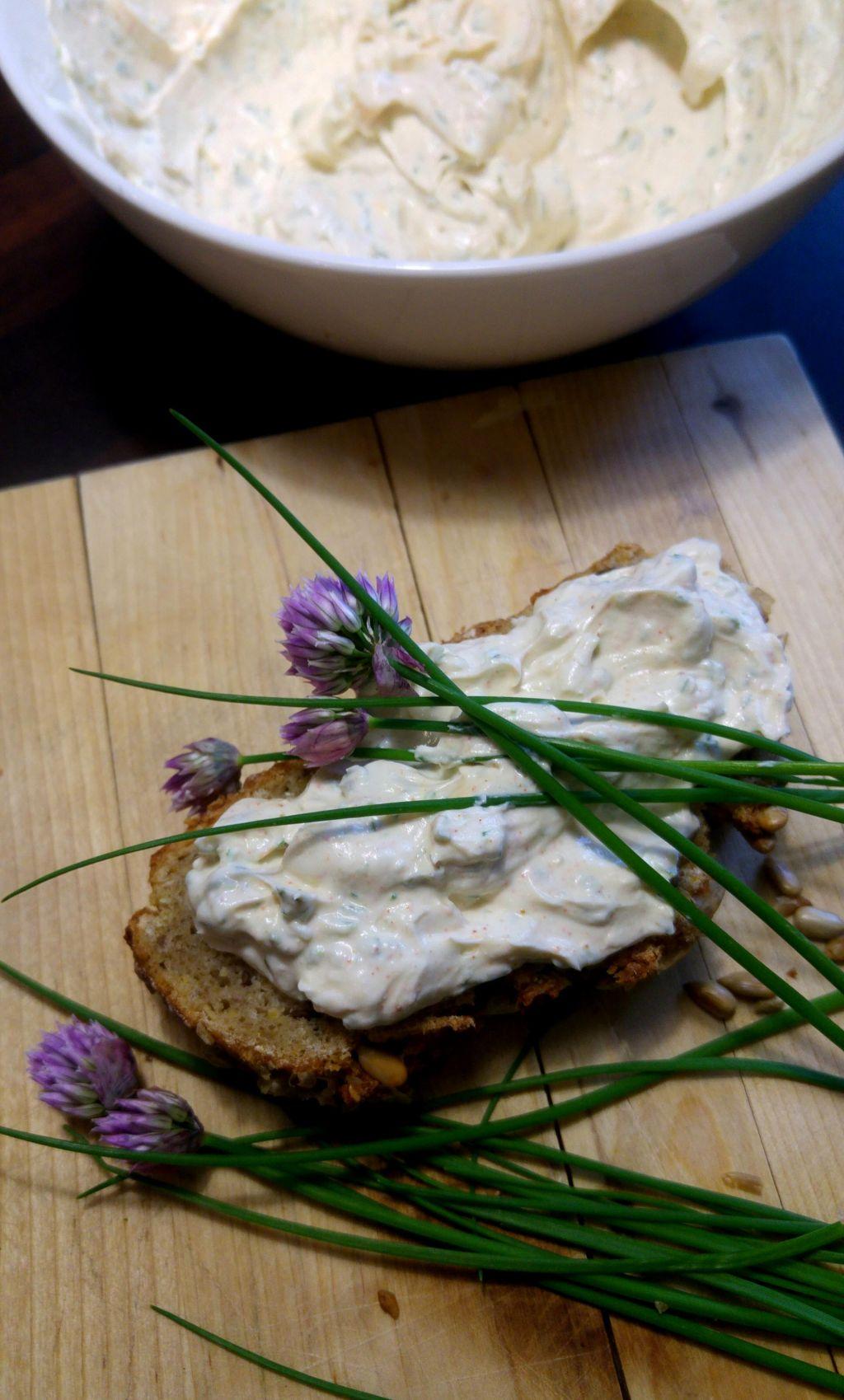 FOTO:Poletov recept: Zeliščni namaz