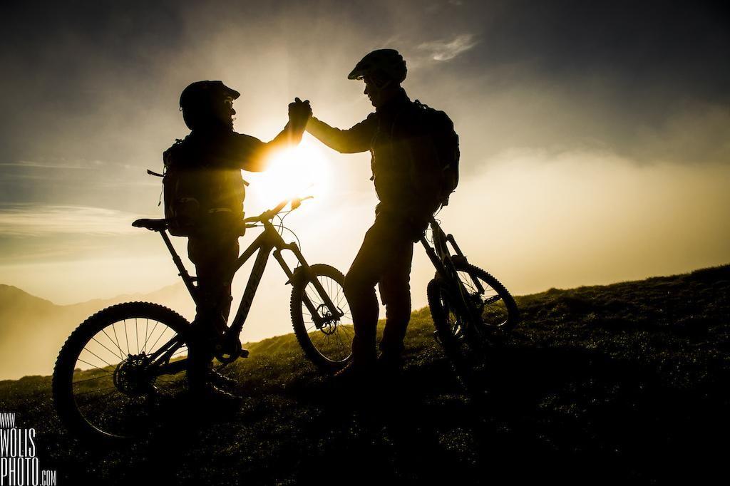Video: Iskalci poti z gorskimi kolesi