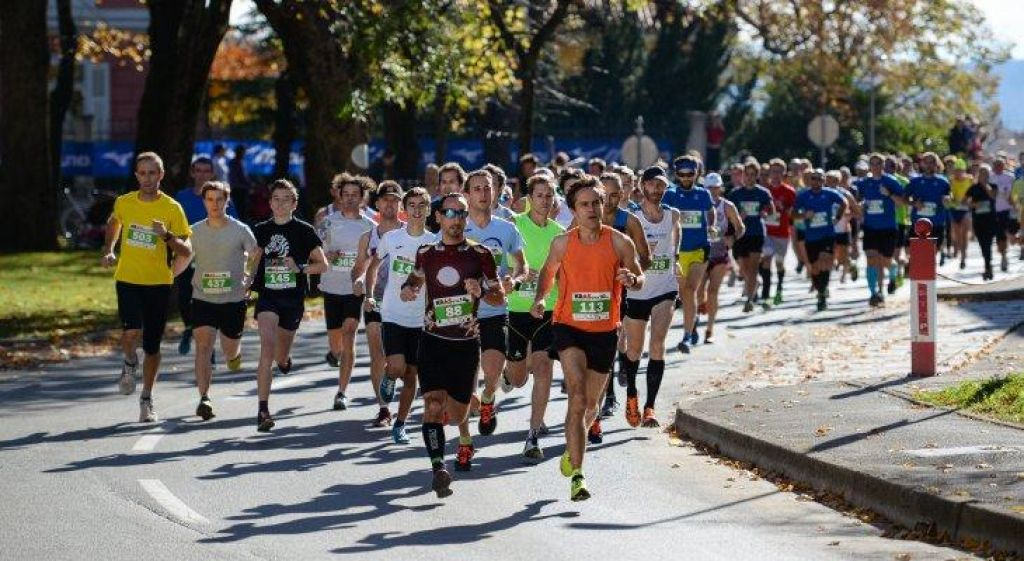 Začetniki tekači: teči dlje in počasneje ali hitreje?