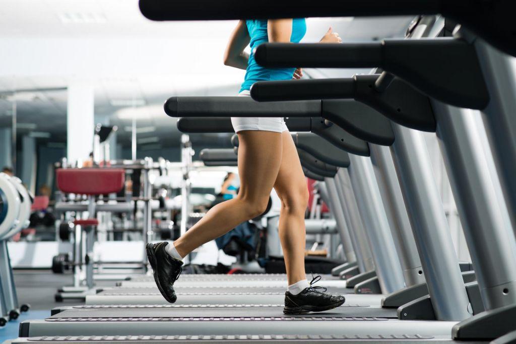 Ne oklepajte se tekaške steze v fitnesu