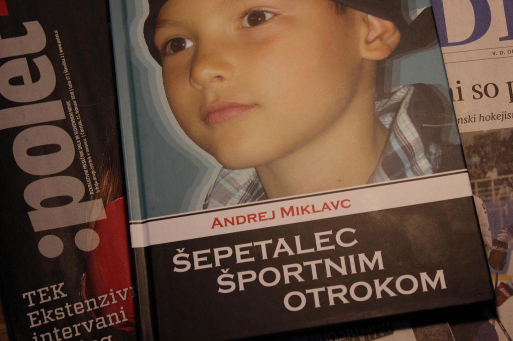 Prezrta knjiga: Šepetalec športnim otrokom