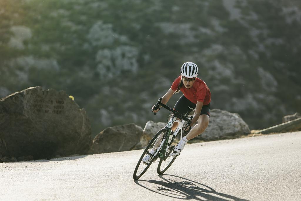 V naročju ženskega bicikla