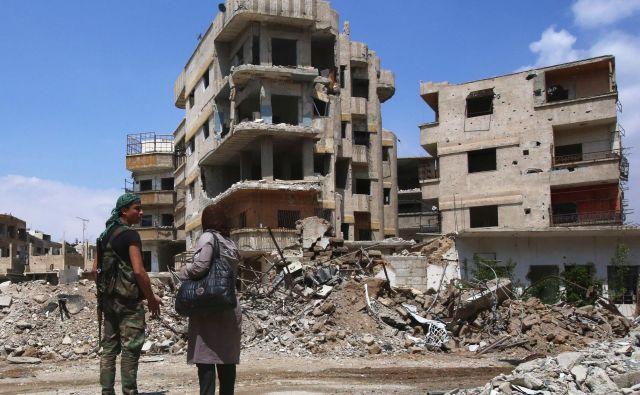 Uničenje po bombardiranju v Ghouti.