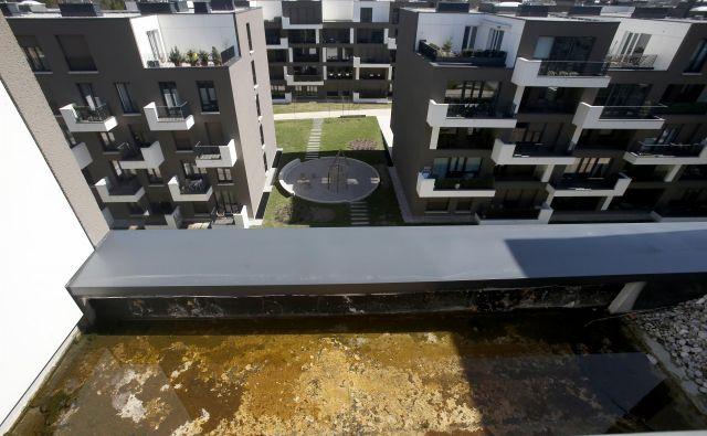Zaradi stvarnih napak v soseski Zeleni Gaj, so etažni lastniki unovčili bančno garancijo.