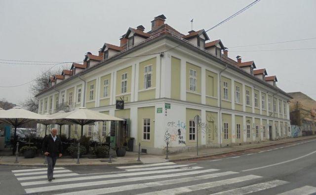 V Wratschevem dvorcu vse bolj kraljujejo lastniki kavarne Rog in zasebni sobodajalci.
