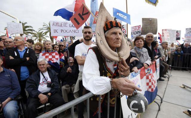 15.000 protestnikov javno zahtevalo Plenkovićev odstop in obsojalo »proevropsko hlapčevsko politiko«. FOTO: AFP