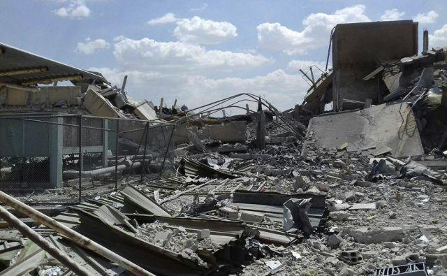 Sirske oblasti so objavile fotografije, ki prikazujejo uničenje. FOTO: AP