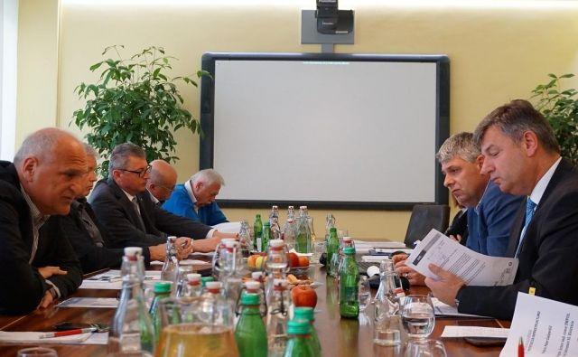 Minister Gašperšič na pogovoru z Župani Koroške, Šaleške doline, Braslovč in Polzele o hitri cesti 3. razvojne osi. FOTO: Brane Piano