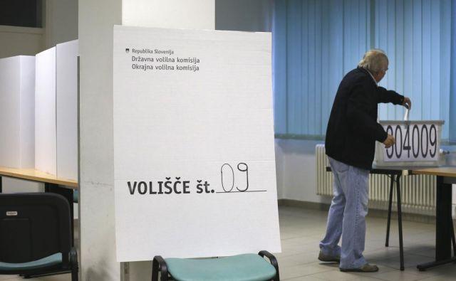 Na letošnjem referendumu in dvojih volitvah bo 61 volišč manj. FOTO: Matej Družnik
