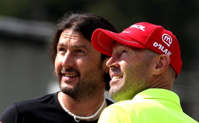 Uroš Velepec (desno) in Tomaš Kos sta bila v preteklosti dolgoletna sodelavca. V novi sezoni bo biatlonce vodil Velepec, ki se vrača domov po delu v Ukrajini.