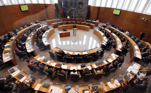 Državni zbor je zakone sprejelpo nujnem postopku. FOTO:Aleš Černivec/Delo