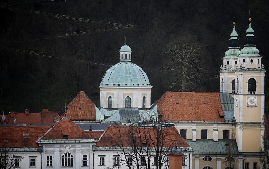 Zakaj škofija suma zlorabe ne prijavi