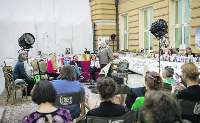 Podelitev nagrade z lavreatom Milanom Jesihom.