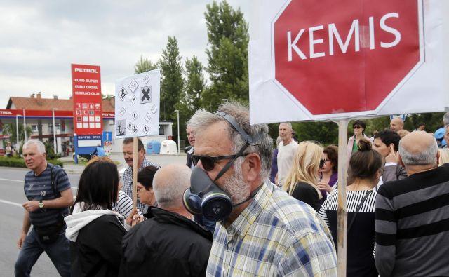 Protest prebivalcev Vrhnike ob nedavnem požaru v tovarni Kemis.