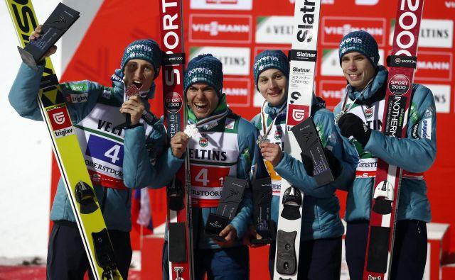 V ekipi A bodo Tilen Bartol in (z leve) Peter Prevc, Jernej Damjan, Domen Prevc in Anže Semenič. FotoMatthias Schräder/AP