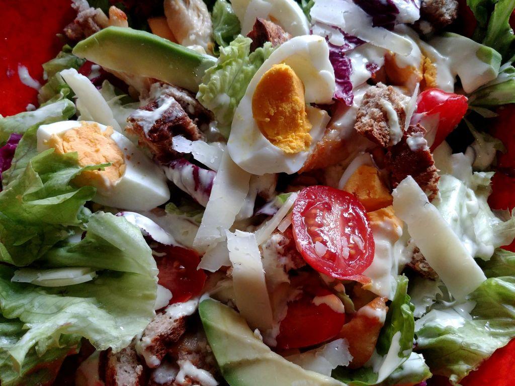 Poletov recept: Cesarjeva solata