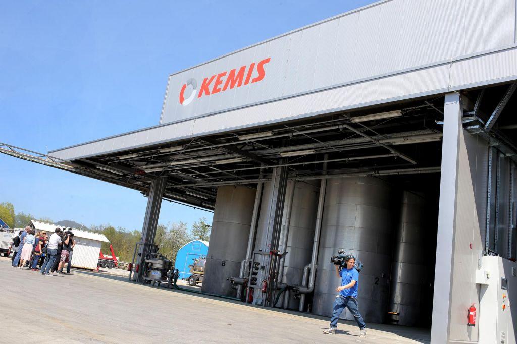 Kemis znova zbira odpadke, direktor Nanut odhaja