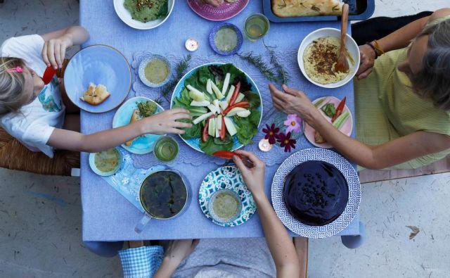 Eksperimentiranje z veganstvom je pri majhnih otrocih ruleta z njihovim zdravjem. FOTO: Uroš Hočevar