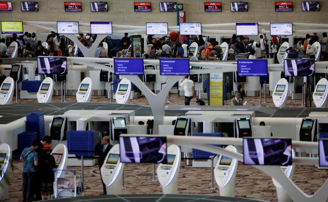 Naprave za avtomatsko prijavo potnikov na enem od singapurskih letališč.