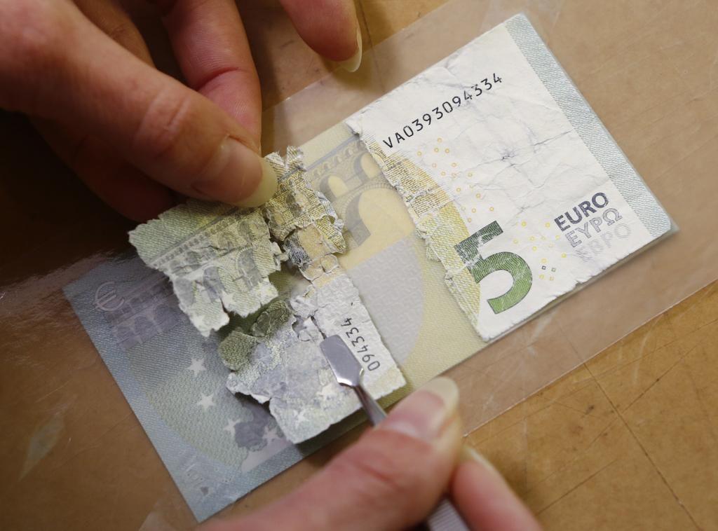 Doma v najnižjem dohodninskem razredu, v tujini ima 7,6 milijona evrov
