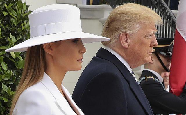 Donald in Melania Trump sta v dneh pred njenimn rojstnim dnem gostila francoskega predsednika Emmanuela Macrona in njegovo ženo Brigitte Macron- FOTO: AP