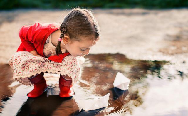 Otroci za igro ne potrebujejo veliko. Foto Shutterstock