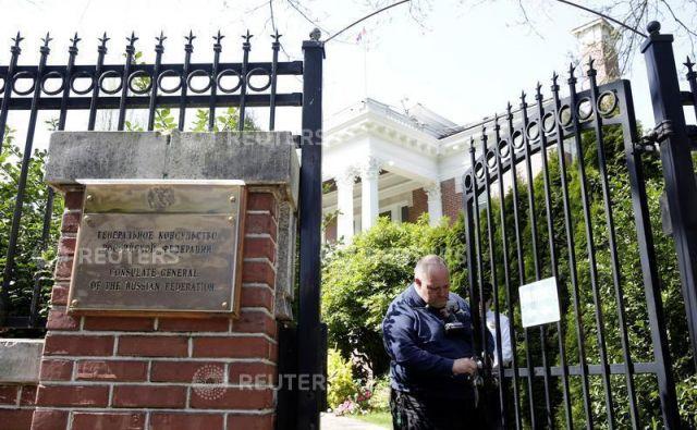 Ruski diplomati so morali zapustiti tudi rezidenco generalnega konzula v Seattlu, kjer so si uredili nekakšen štab. FOTO: Reuters