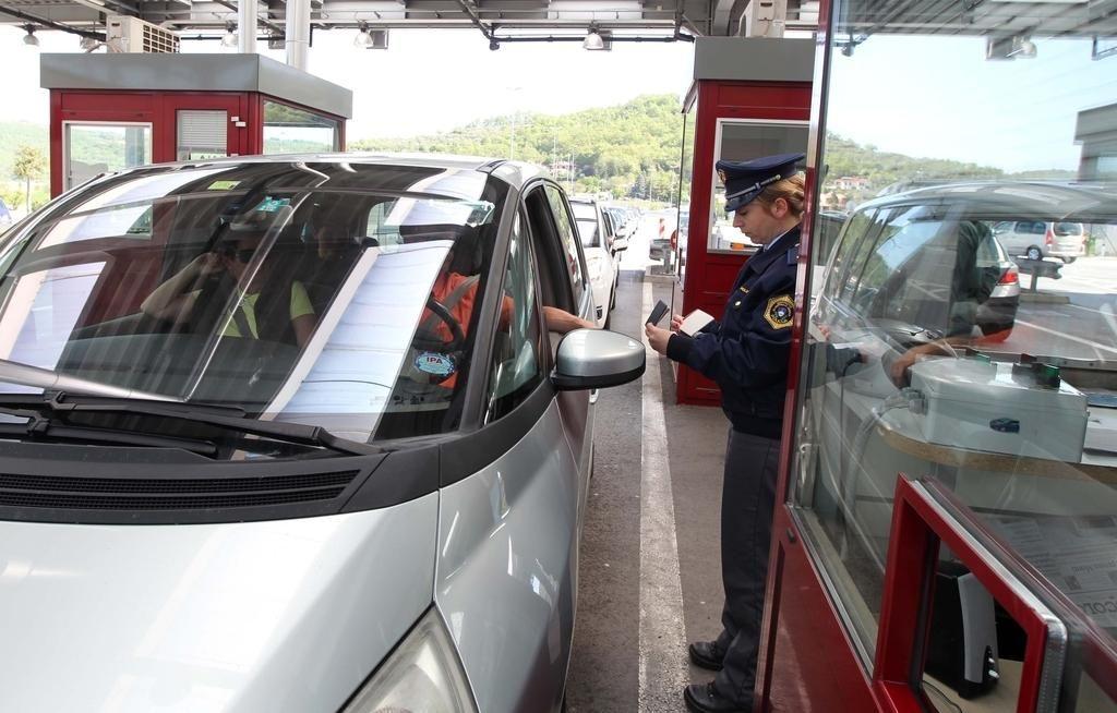 Kolone avtomobilov pred nekaterimi mejnimi prehodi s Hrvaško