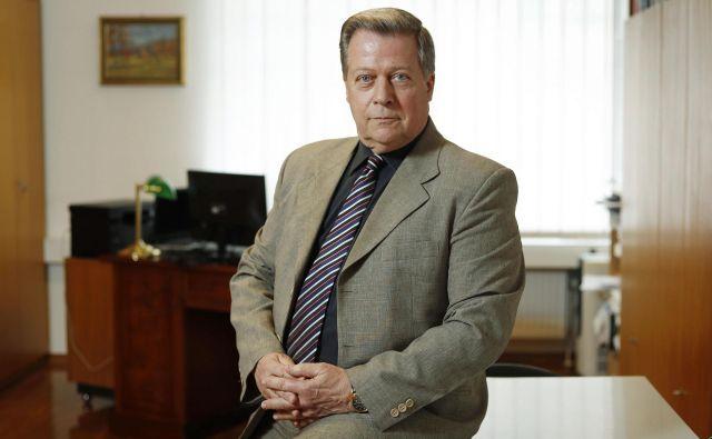 Dr. Mitja Novak, direktor Inštituta za delo: »V obdobju od osamosvojitve, ki je prinesla tudi spremembo družbenega sistema, se je položaj delojemalcev bistveno spremenil.« FOTO: Leon Vidic