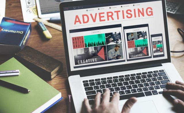 Sožitno oglaševanje je način, kako se komercialne vsebine nevsiljivo zlijejo z novinarsko vsebino. FOTO: Shutterstock