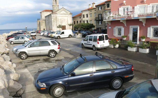 Okolje Piran in Občina Piran bosta s 1. majem ponovno vzpostavila brezplačni prevoz potnikov in dostavo manjših kosov blaga z električnimi, okolju prijaznimi vozili, poimenovanih Dostavko in Maestro. FOTO: Boris Šuligoj/Delo