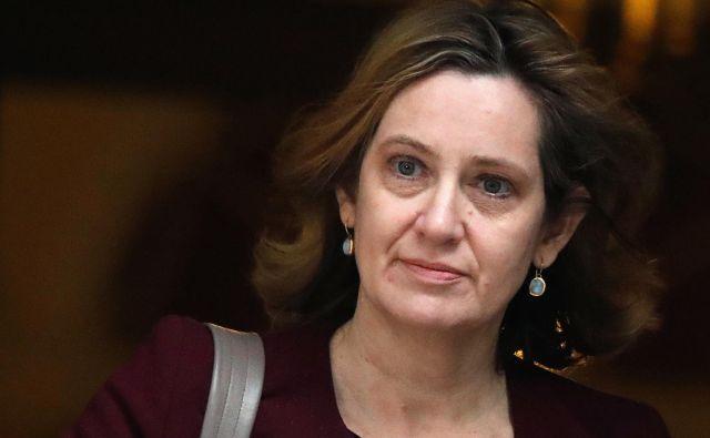 Odstop Amber Rudd je za vlado Therese May prišel v najbolj neugodnem možnem trenutku. FOTO: Frank Augstein/AP