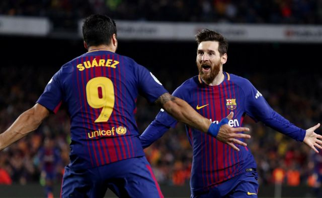 Luis Suarez je zabil vodilni gol za Barcelono in s prekrškom omogočil drugega še Lionelu Messiju.